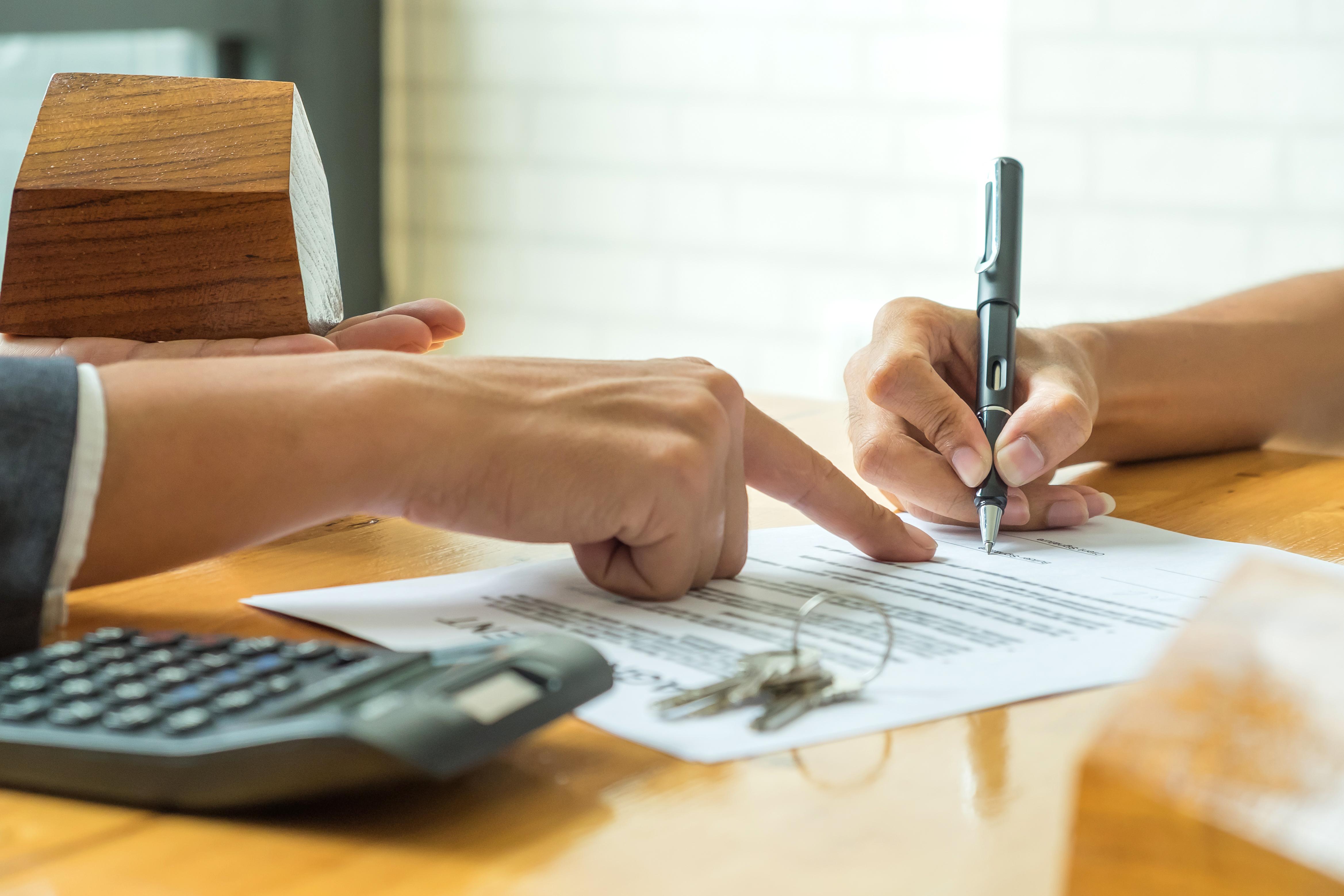 Un locataire peut toutefois résilier son bail avec un avis de deux mois, seulement s'il vit une situation particulière.
